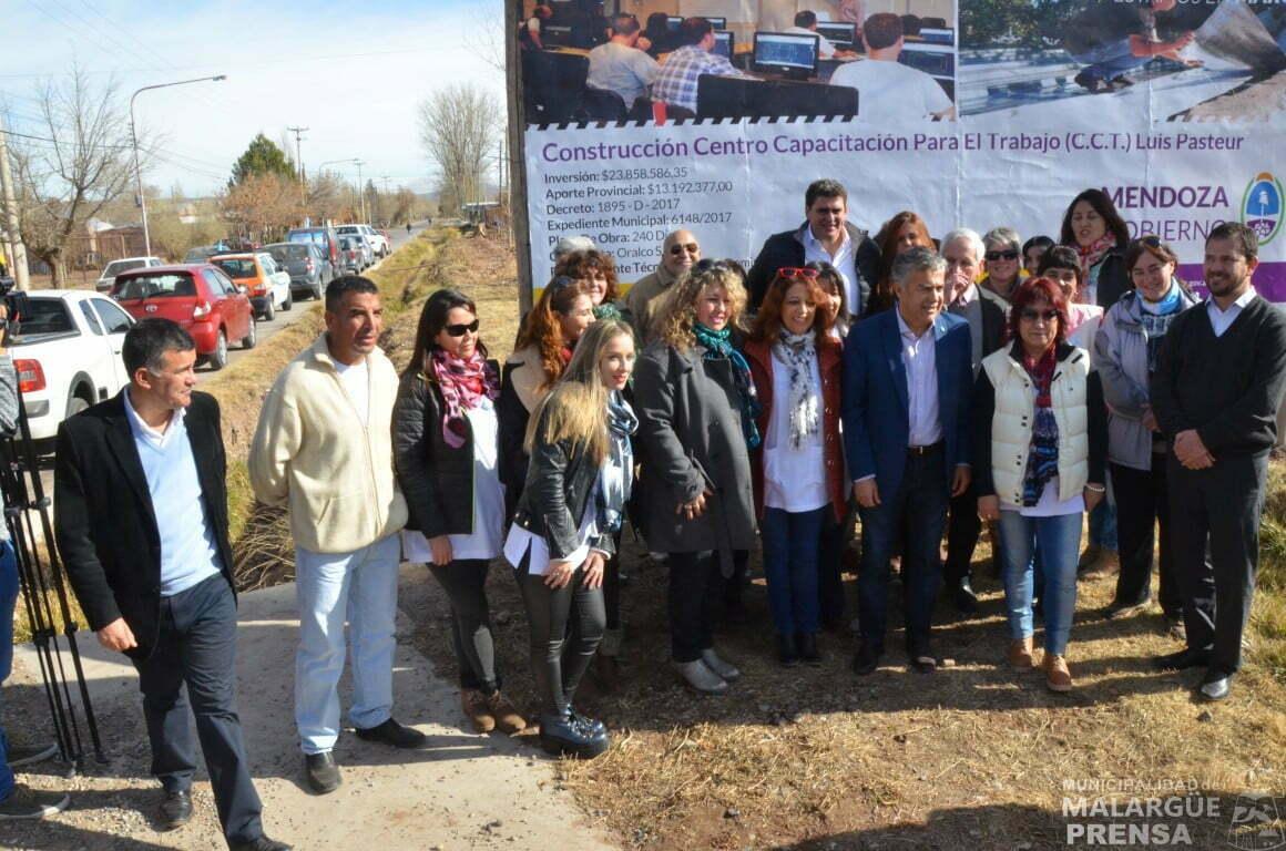 Autoridades visitaron los avances de construcción de la Escuela Luis Pasteur