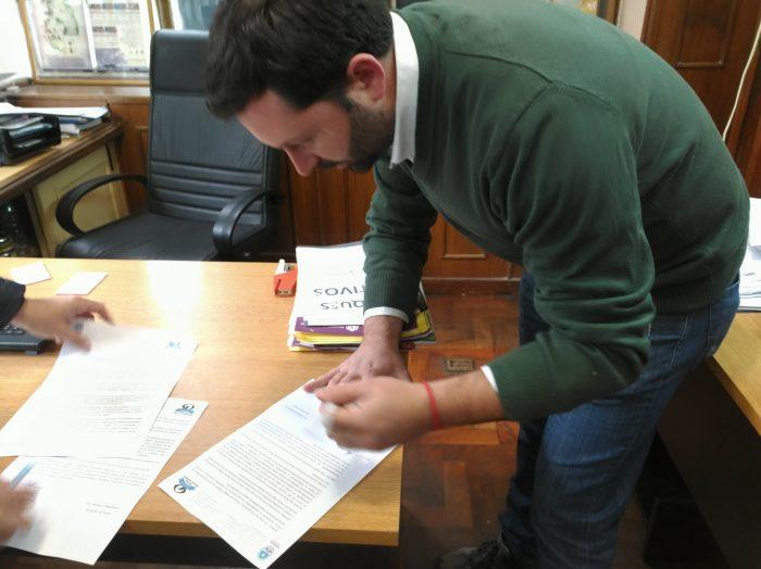 Ambiente firma un convenio de alianza estratégica para la conservación del Cardenal Amarillo