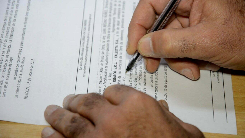 Firma del convenio de la Escuela Daniel Hugo Pierini.
